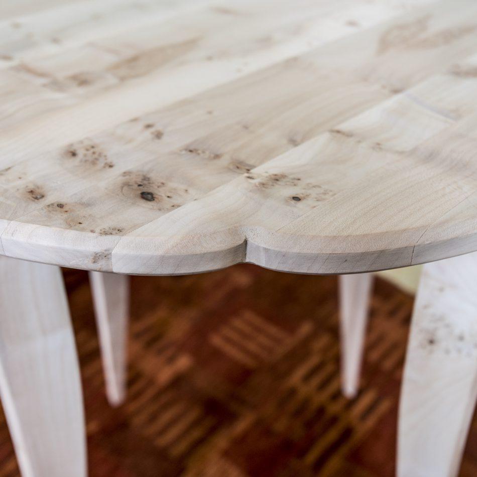 rond tafeltje van esdoorn