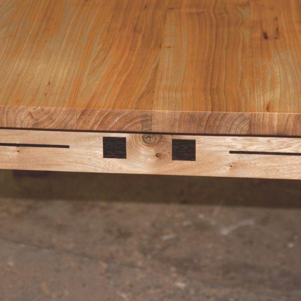 Werktafel van iepenhout